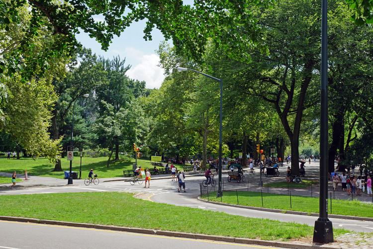 O que é escala humana? 3 definições para considerar em projetos urbanos, Central Park, Nova Iorque. Imagem © Flickr Usuário: Allie_Caulfield. Licença CC BY 2.0