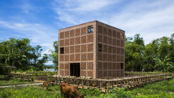 Terra Cotta Studio / Tropical Space