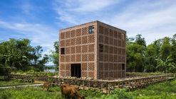 Terra Cotta Studio / Tropical Space