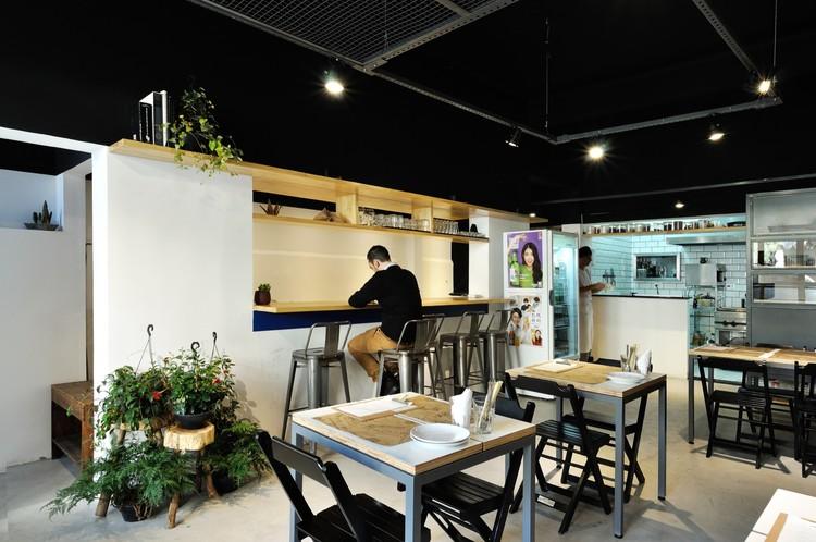Komah Restaurante / Estúdio Carvão + Rnucci, © Flavio Bragaia