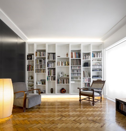 Av. Roma Apartment / Jo?o Tiago Aguiar Arquitectos