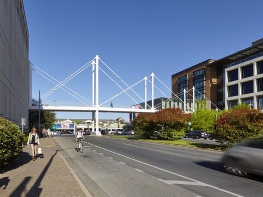 Moody Pedestrian Bridge  / Rosales + Partners Architects Engineers