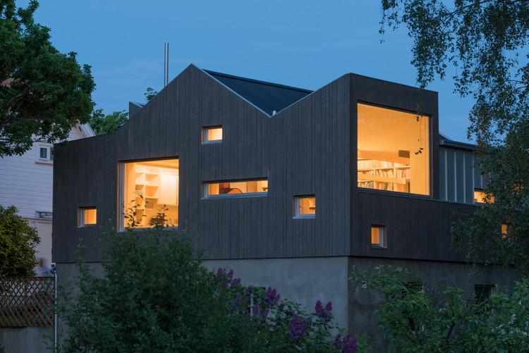 Transformação de uma antiga garagem numa biblioteca / NOMA Architects, © Jean S. Lorentzen