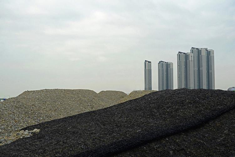 """Seoul's Dramatic """"New Towns"""" Are Captured in this Photoset by Manuel Alvarez Diestro, © Manuel Alvarez Diestro"""