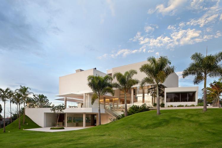 Material Focus: House in Lago Sul Qi 25 by Sérgio Parada Arquitetos Associados, © Haruo Mikami