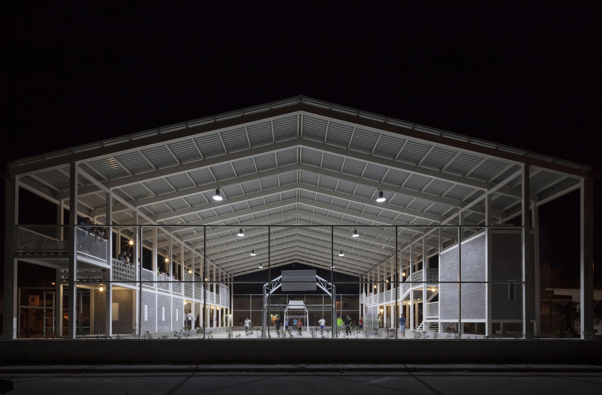 Gallery of cancha rozana montiel estudio de for Arq estudio de arquitectura