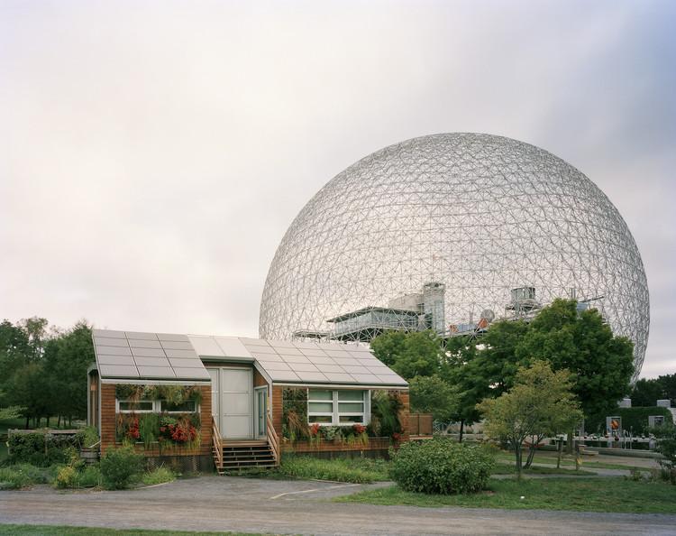 """Allegra Fuller compartilha as melhores lições que aprendeu com seu pai, Buckminster Fuller, Feira Mundial de Montreal de 1967, """"Man and His World,"""" Imagem © Jade Doskow"""