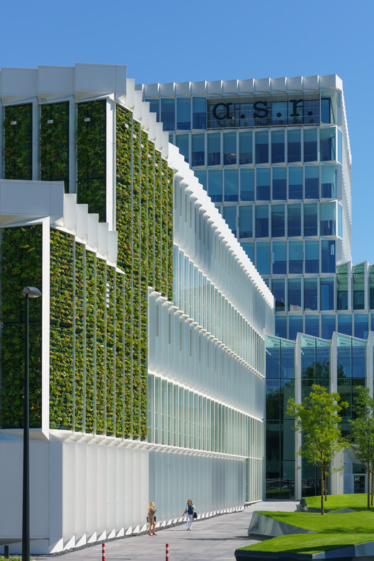Green Wall Facade : A s r headquarters renovation team v architectuur