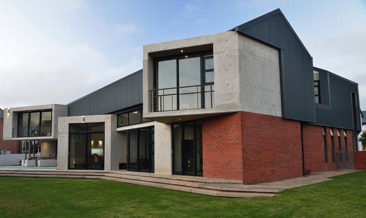 Heliotrope Home  / Eftychis Architects, © Basil Koufos