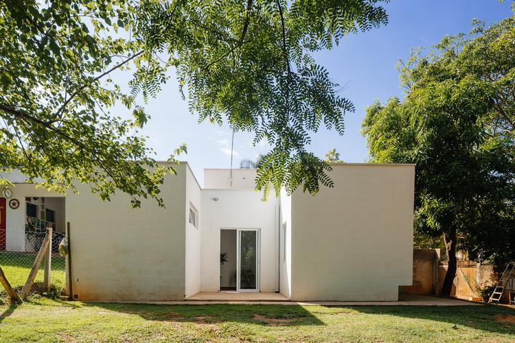Material em Foco: Casa dos Caseiros por 24.7 arquitetura, © Pedro Kok