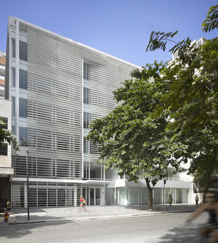 richard meier partners complete office building in rio de janeiro courtesy of richard meier - Cool Architecture Office Buildings