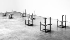 Arte e Arquitetura: Variations of unfinished concrete chairs por Felipe Arturo