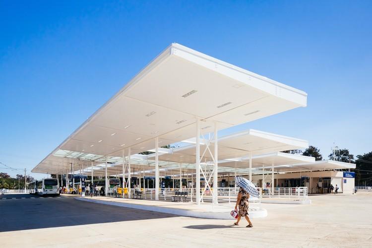 Terminal de ônibus Dra. Evangelina de Carvalho Passig / 23 SUL Arquitetura, © Pedro Kok