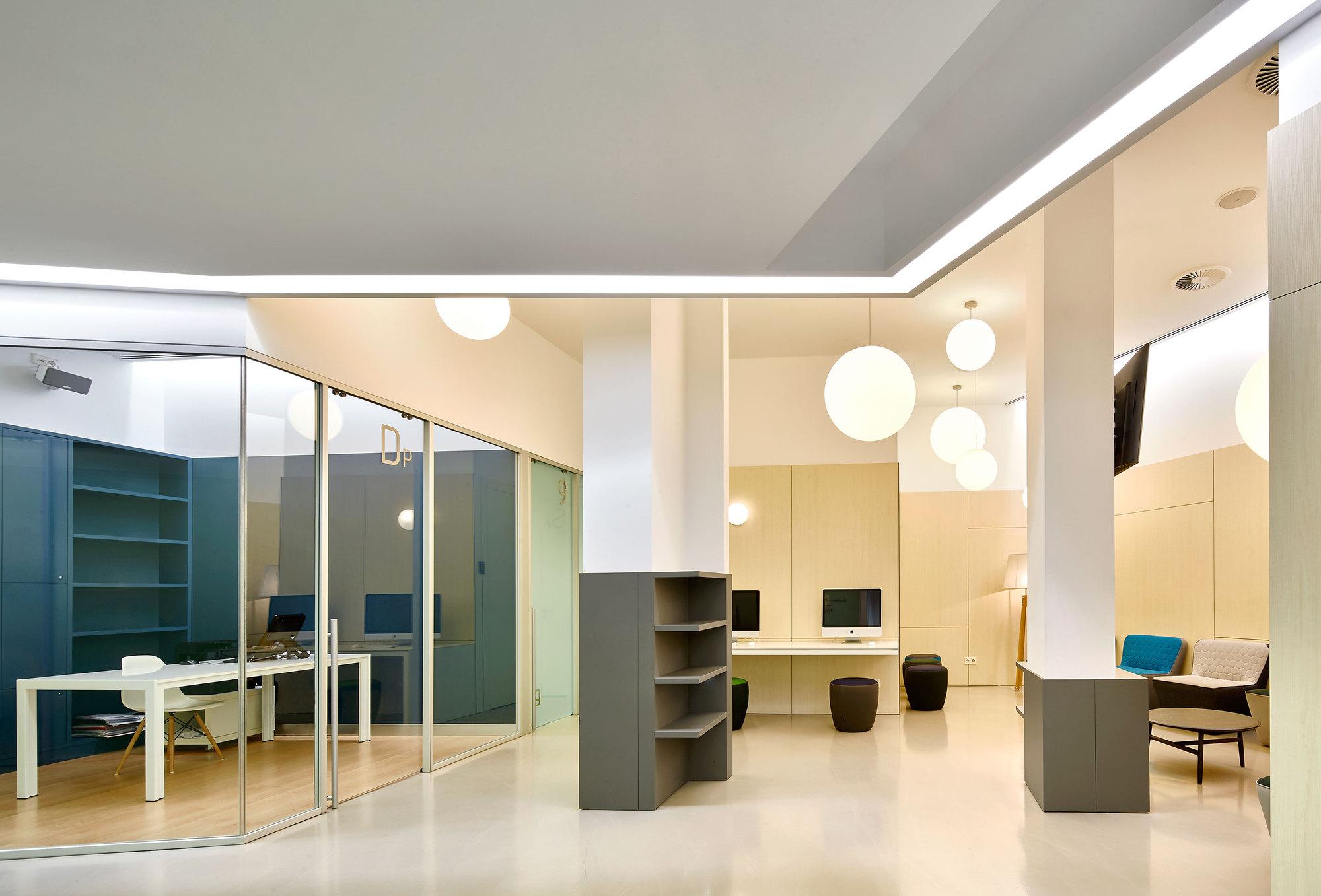 Galer a de ioc cl nica dental en vecindario padilla for Design 4 office lausanne