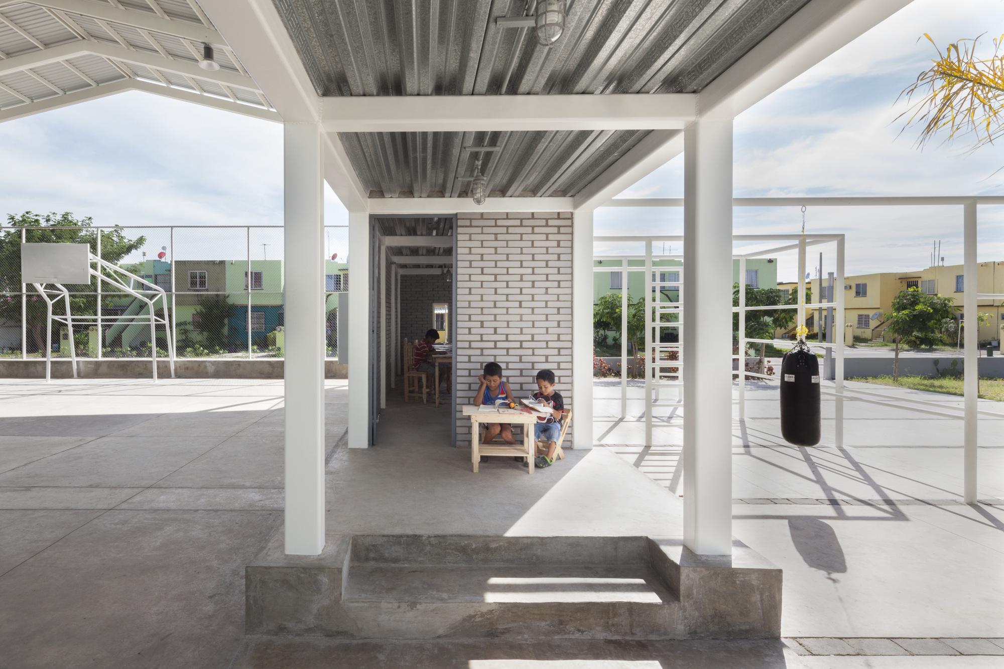 Galer a de cancha rozana montiel estudio de for Arq estudio de arquitectura