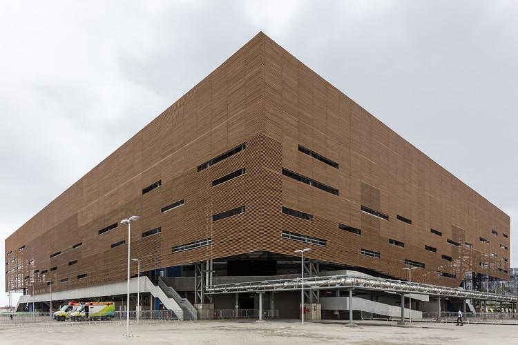 Rio 2016 Olympic Handball Arena / Lopes Santos e Ferreira Gomes Arquitetos + OA | Oficina de Arquitetos, © Leonardo Finotti
