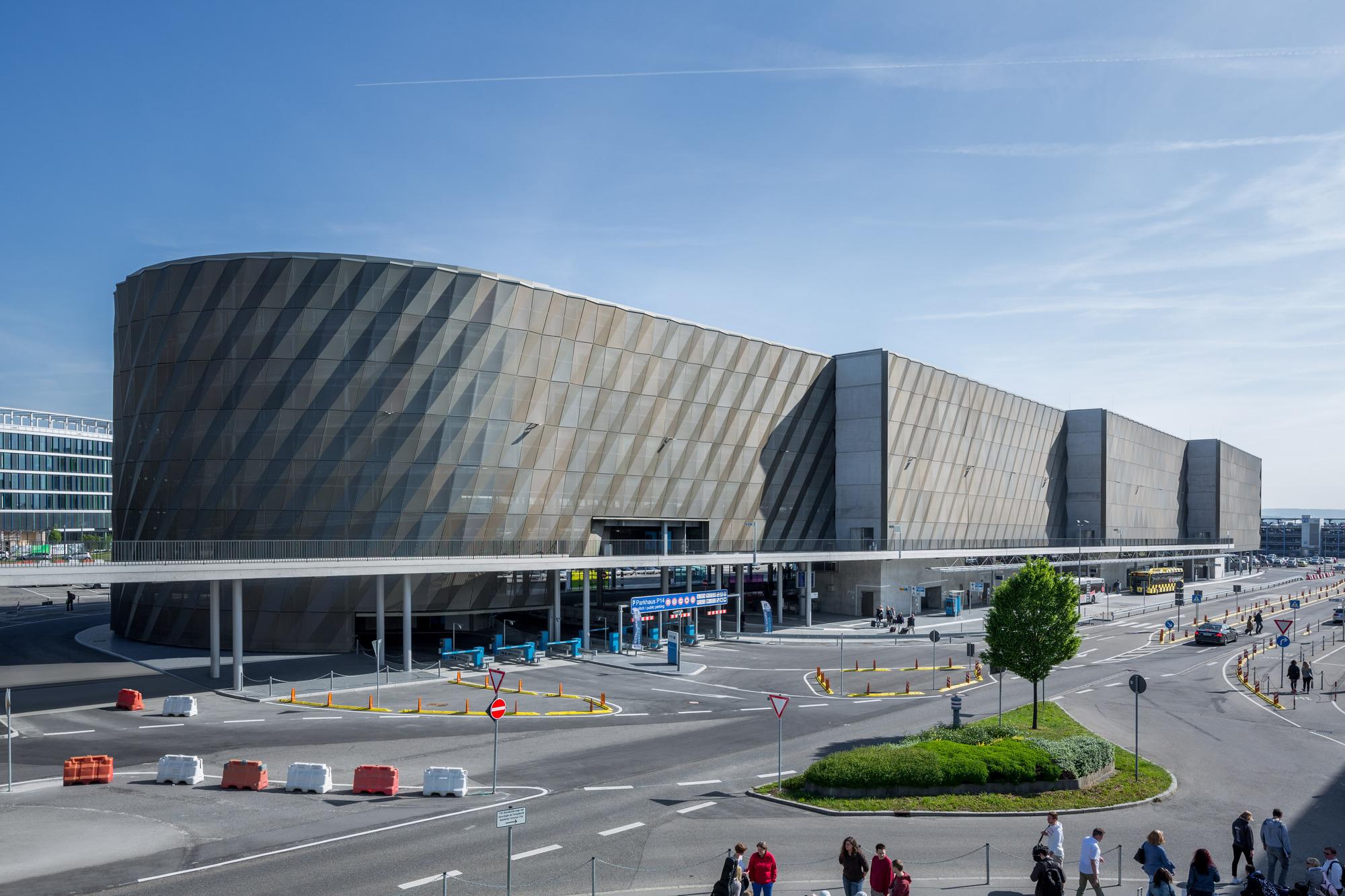 Galer a de terminal de buses aeropuerto de stuttgart for Galeria stuttgart