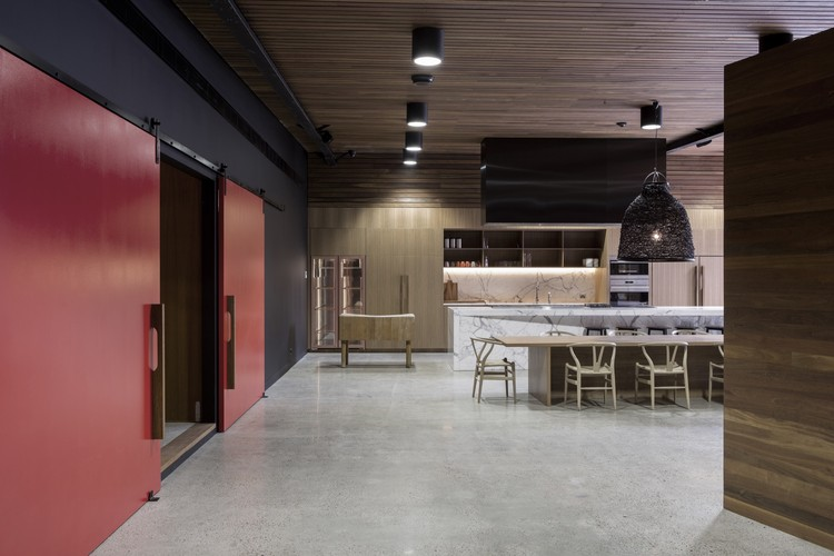 Vic's Meat Office Fit-out / Those Architects + End of Work , © Brett Boardman