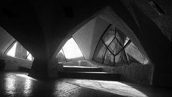 Clásicos de Arquitectura: Parroquia Santa María de Guadalupe / Claudio Caveri