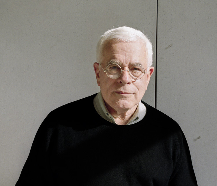 Peter Eisenman: Architect, Theorist and Educator Marked by Deconstructivism, Peter Eisenman. Image © Chris Wiley