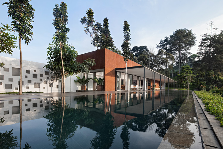 BRG House / Tan Tik Lam Architects, © Mario Wibowo