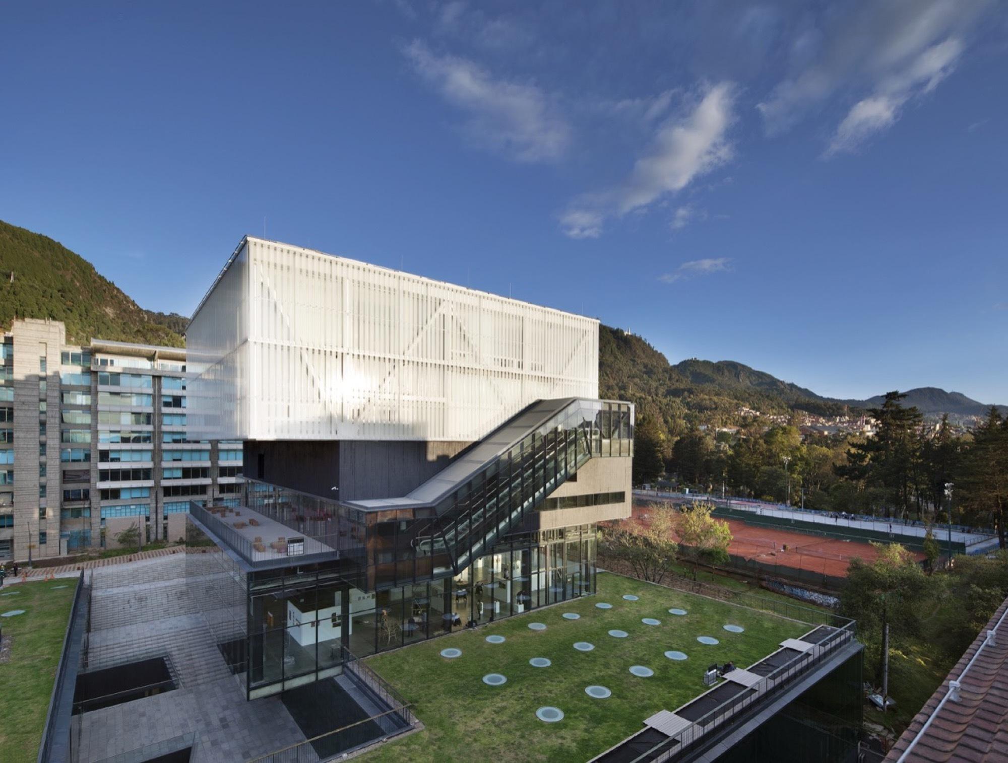 Gallery of pontificia universidad javeriana school of art for Arquitecto universidad