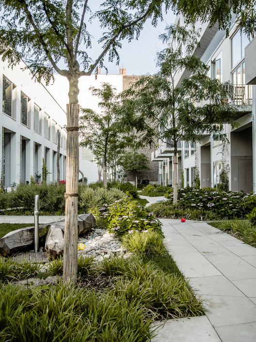 Bigyard zanderroth architekten archdaily for Garage ad barlin