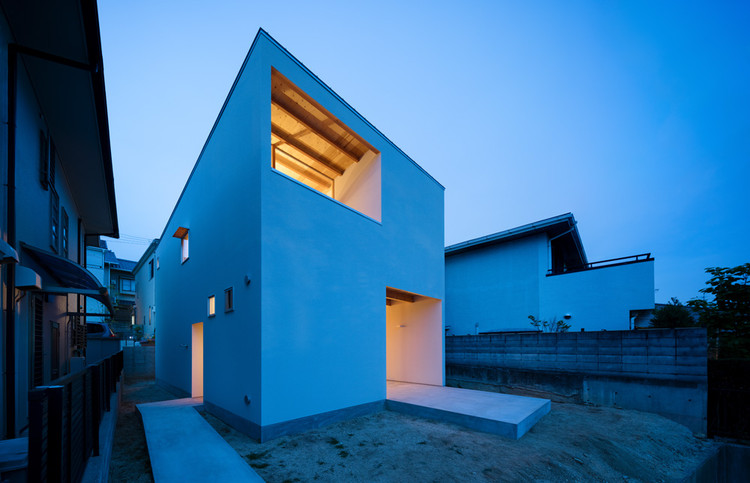 House in Mikage  / SIDES CORE, © Takumi Ota