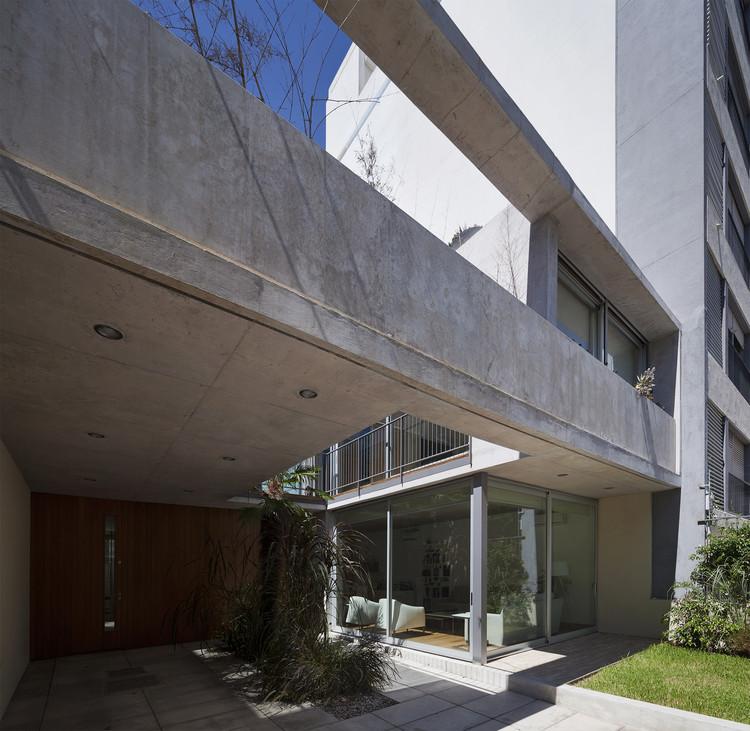 Casa na Rua Libertad  / Pedro Livni + Karin Bia, © Federico Cairoli