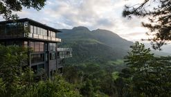Hotel by the Water Falls / Palinda Kannangara Architects