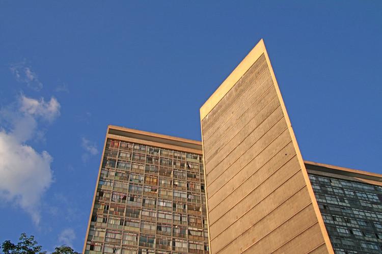 Guia do Bem: uma plataforma digital que reúne o patrimônio arquitetônico de Belo Horizonte, Conjunto Governador Juscelino Kubitschek (JK) / Oscar Niemeyer. Image © Gabriel Mestro, via Flickr. Licença: CC BY-NC-ND 2.0