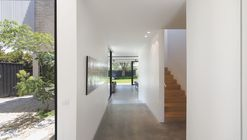 Hidden House  / Jackson Clements Burrows