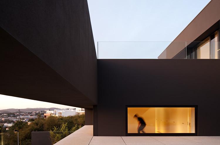 House in Guimarães  / AZO. Sequeira Arquitectos Associados, © Nelson Garrido