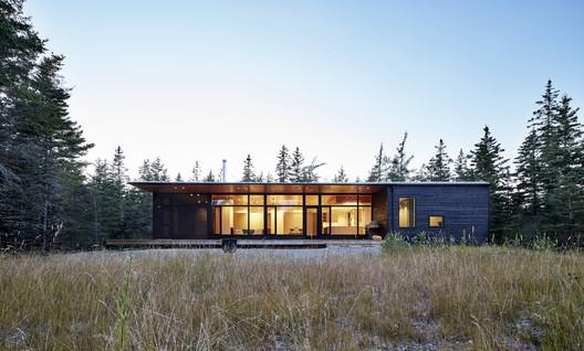 Lockeport Beach House / Nova Tayona Architects