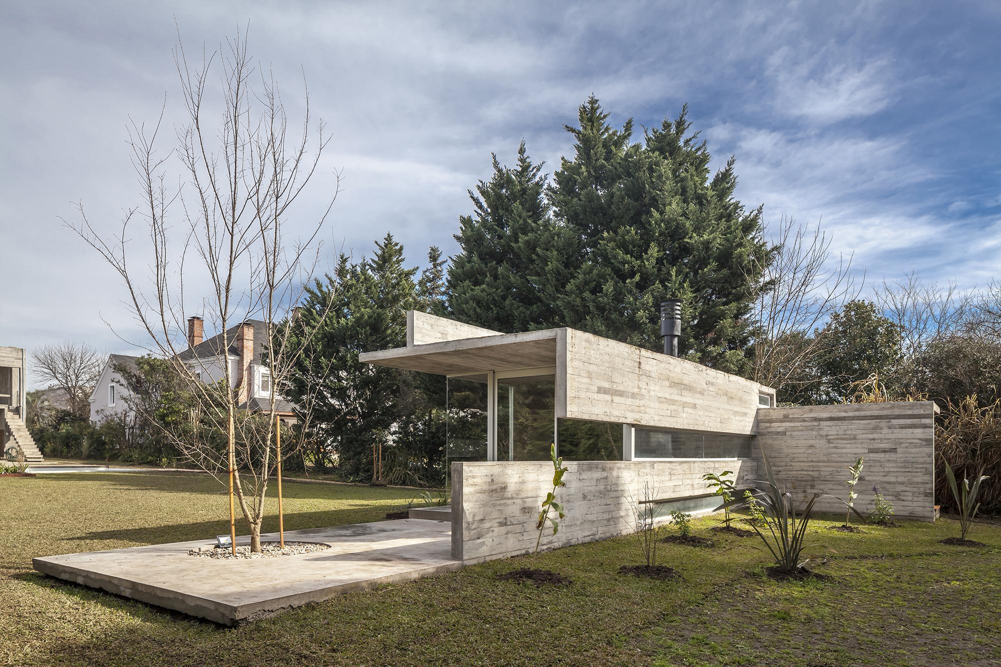 Pabellon Casa Torcuato / Besonias Almeida Arquitectos