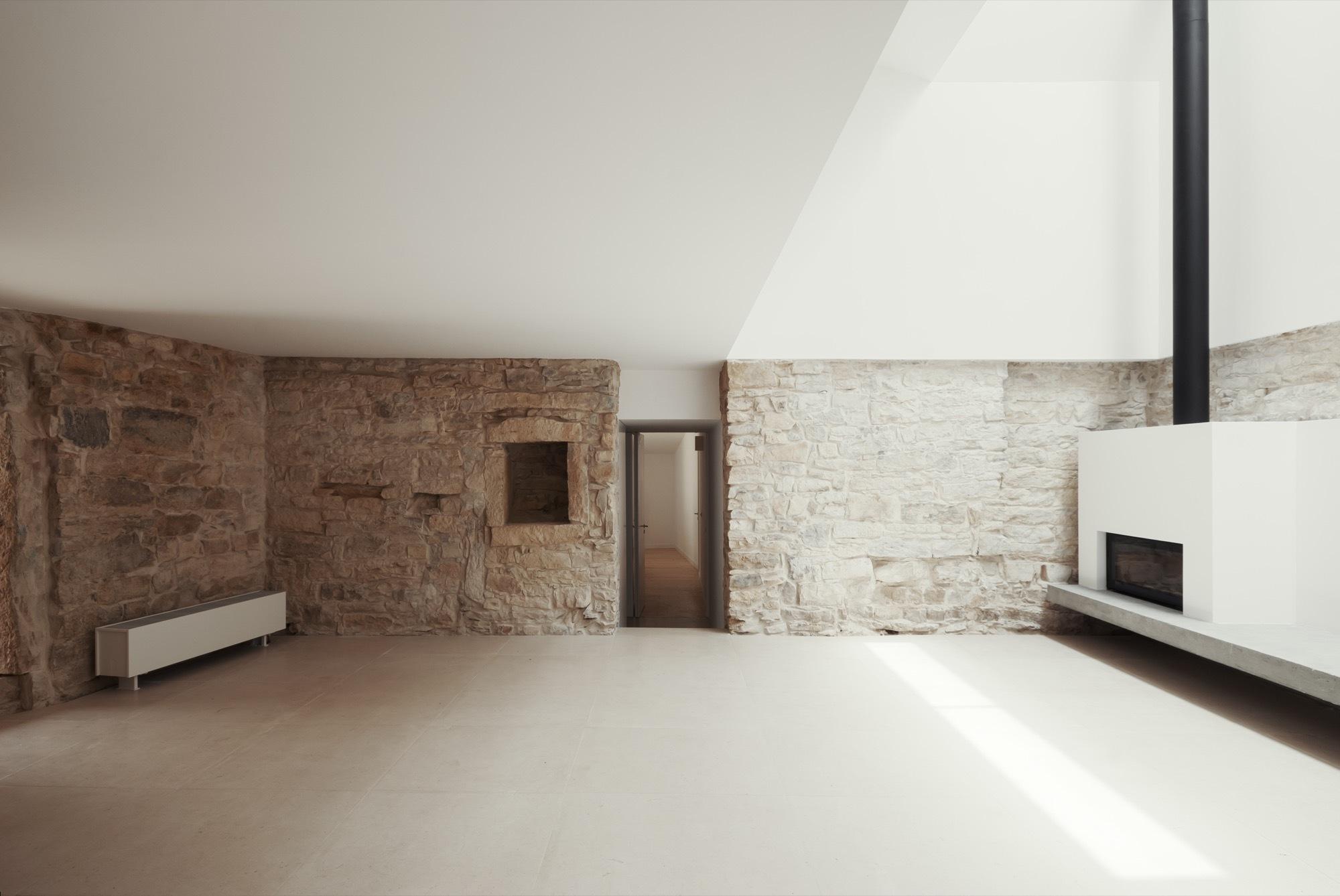 Gallery of house in janeanes branco delrio arquitectos 14 for Case in pietra e legno