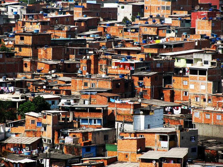 """Pesquisa sobre conforto ambiental em favela brasileira vence a """"LafargeHolcim Forum Student Poster Competition"""", Favela de Paraisópolis. Image Cortesia de Eduardo Pimentel Pizarro"""