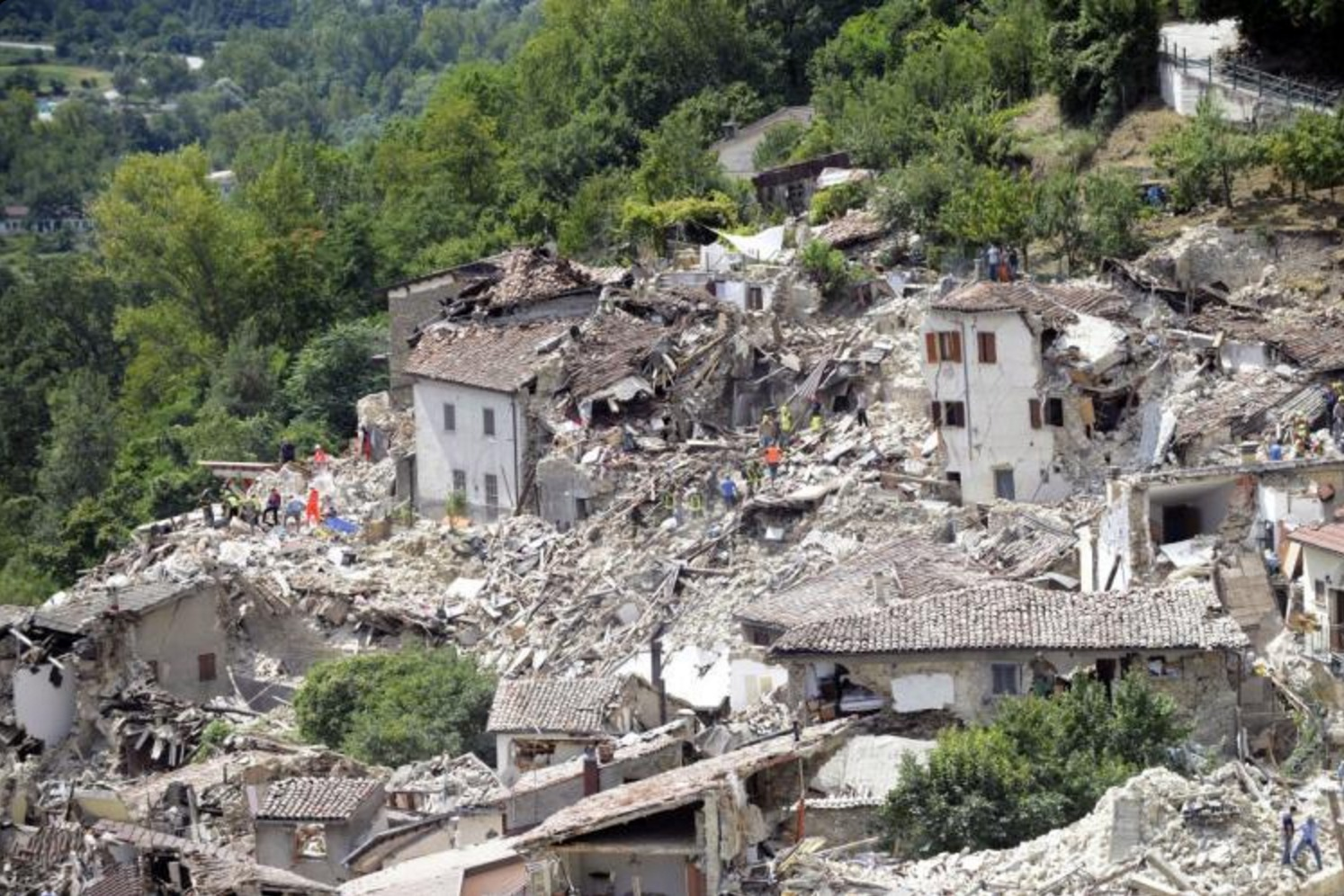 landslide earthquake in italy august - HD1200×798