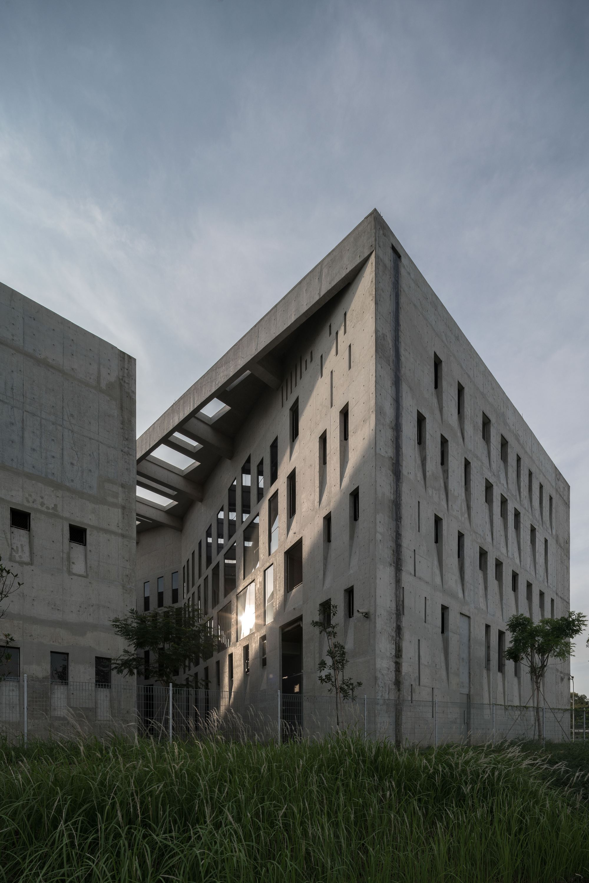 Wah Son Aerospace / ipli architects