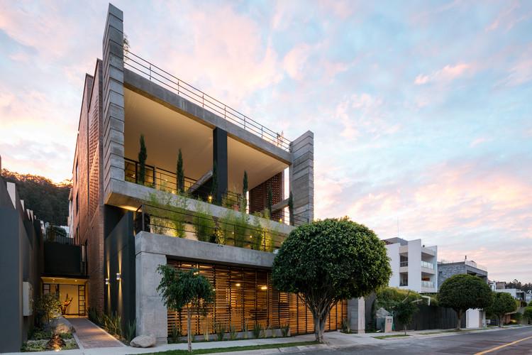 Apartment Building Zambeze  / Juan Pablo Ribadeneira Mora, © Lorena Darquea