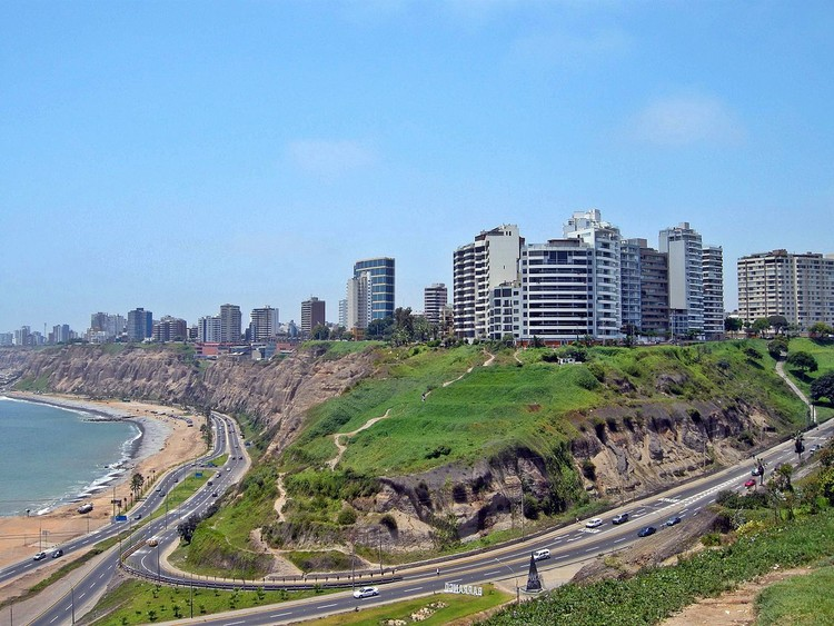 Arquitectura peruana hoy , Miraflores, Lima. Image ©  Flickr User: David Baggins. Licensed under CC BY-SA 2.0