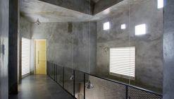 Rumah Miring  / Andyrahman Architect