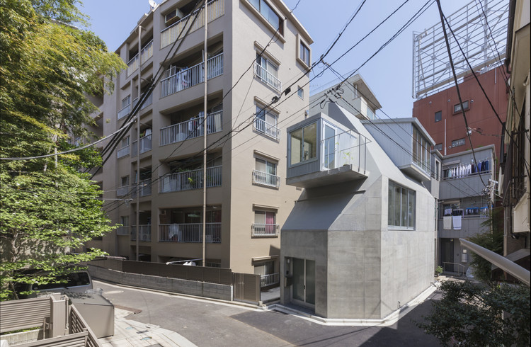 House in Tokyo / Ako Nagao architects + miCo., © Shinkenchiku-sya