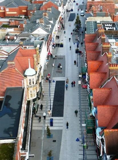 """O Papel das ruas compartilhadas: Como recuperar a qualidade de vida no espaço público / Guillermo Tella e Jorge Amado, © Ximena Ocampo (dir), """"Calles Compartidas"""", dérive LAB, 2015: 32."""