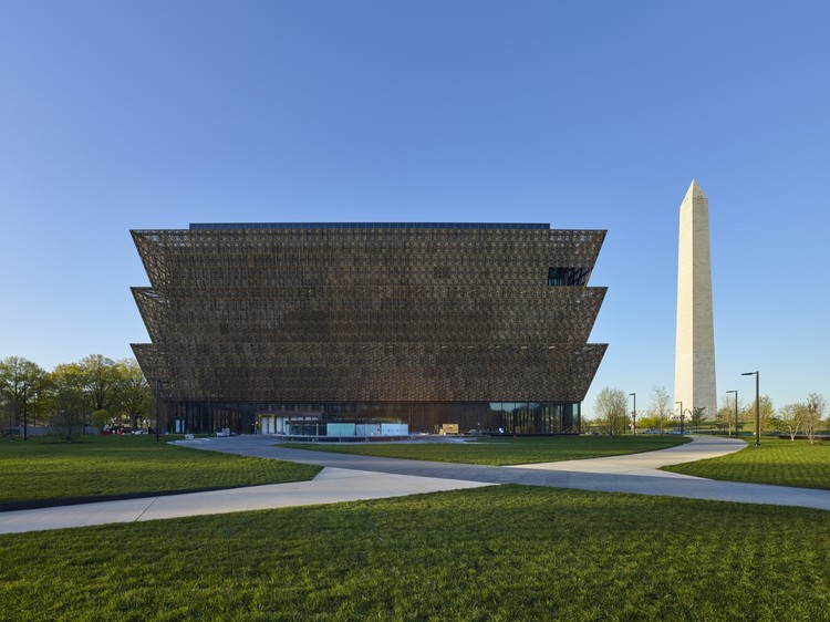 David Adjaye Discusses the Narrative of the National Museum of African American History, The National Museum of African American History and Culture (NMAAHC), which will occupy the last available site on the National Mall, was a challenge for British architect David Adjaye, who is known for designing buildings that are highly referential to their surroundings. Image © Alan Karchmer