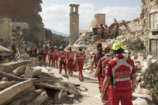 Red Cross Responders aid victims of the magnitude 6.2 earthquake to hit central Italy last week. Image © flickr user IFRC. Licensed under CC BY-NC-ND 2.0