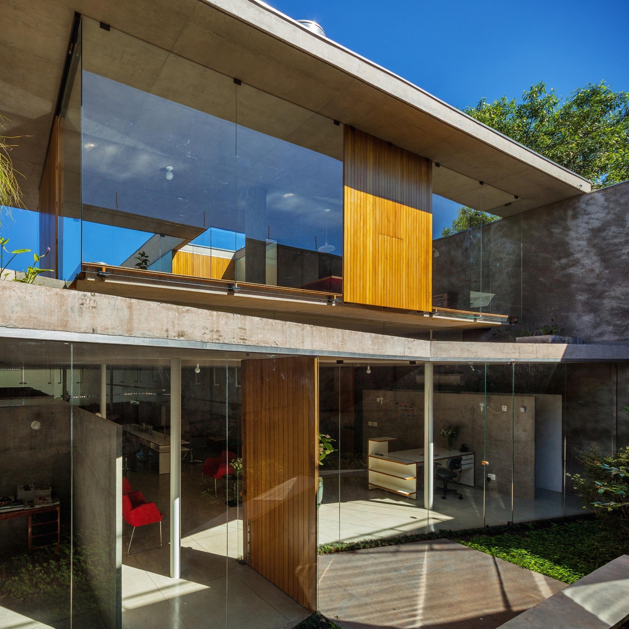 Casa y Estudio en Orlandia / SPBR arquitetos