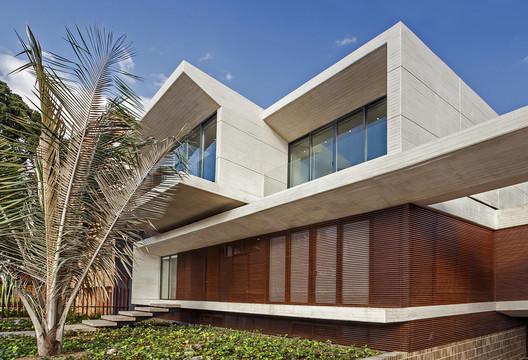 Casa MR  / H+H ARQUITECTOS