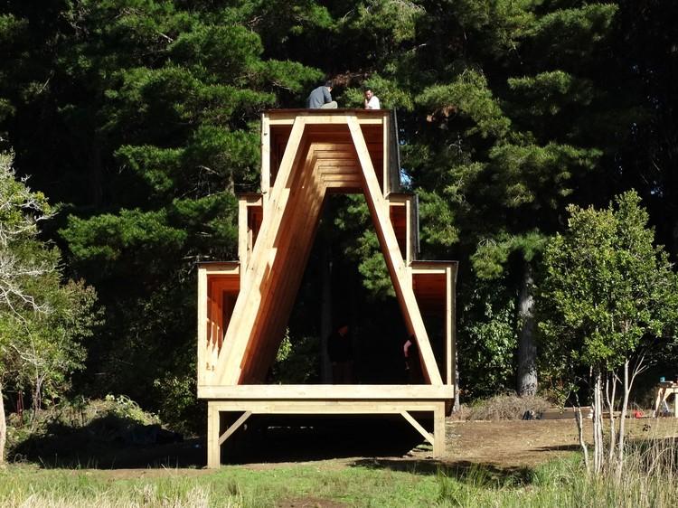 Estudiantes de Estados Unidos levantan pabellón en madera en el sur de Chile, Cortesía de Arauco