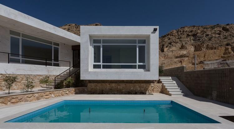 Villa No. 02 / ShaarOffice (Ahmad Ghodsimanesh and Partners), © Parham Taghioff